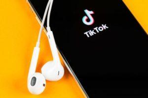 TikTok is testing web links on Profiles